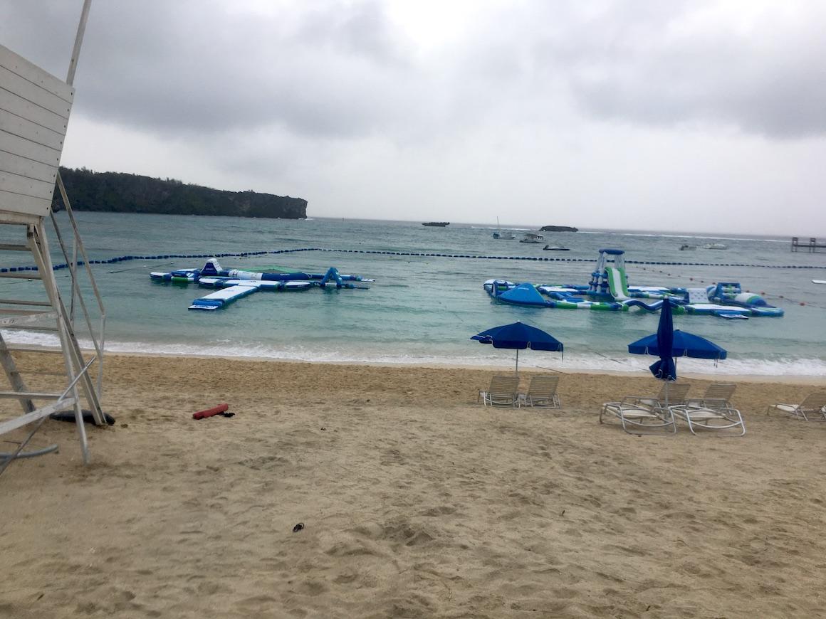 万座ビーチのビーチ